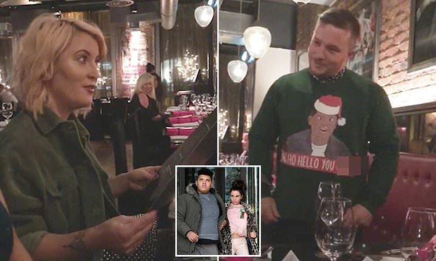 Fotos Cena Navidad Frinsa.Man Disgusts Friends With Christmas Jumper Mocking Harvey