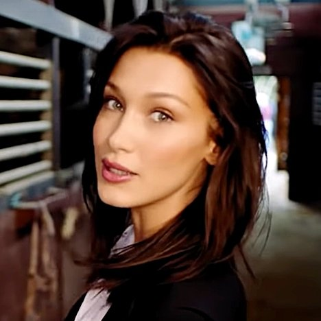 "Bella Hadid Believes that Her Boyfriend The Weeknd is the ""Most Beautiful Person"" She Knows"