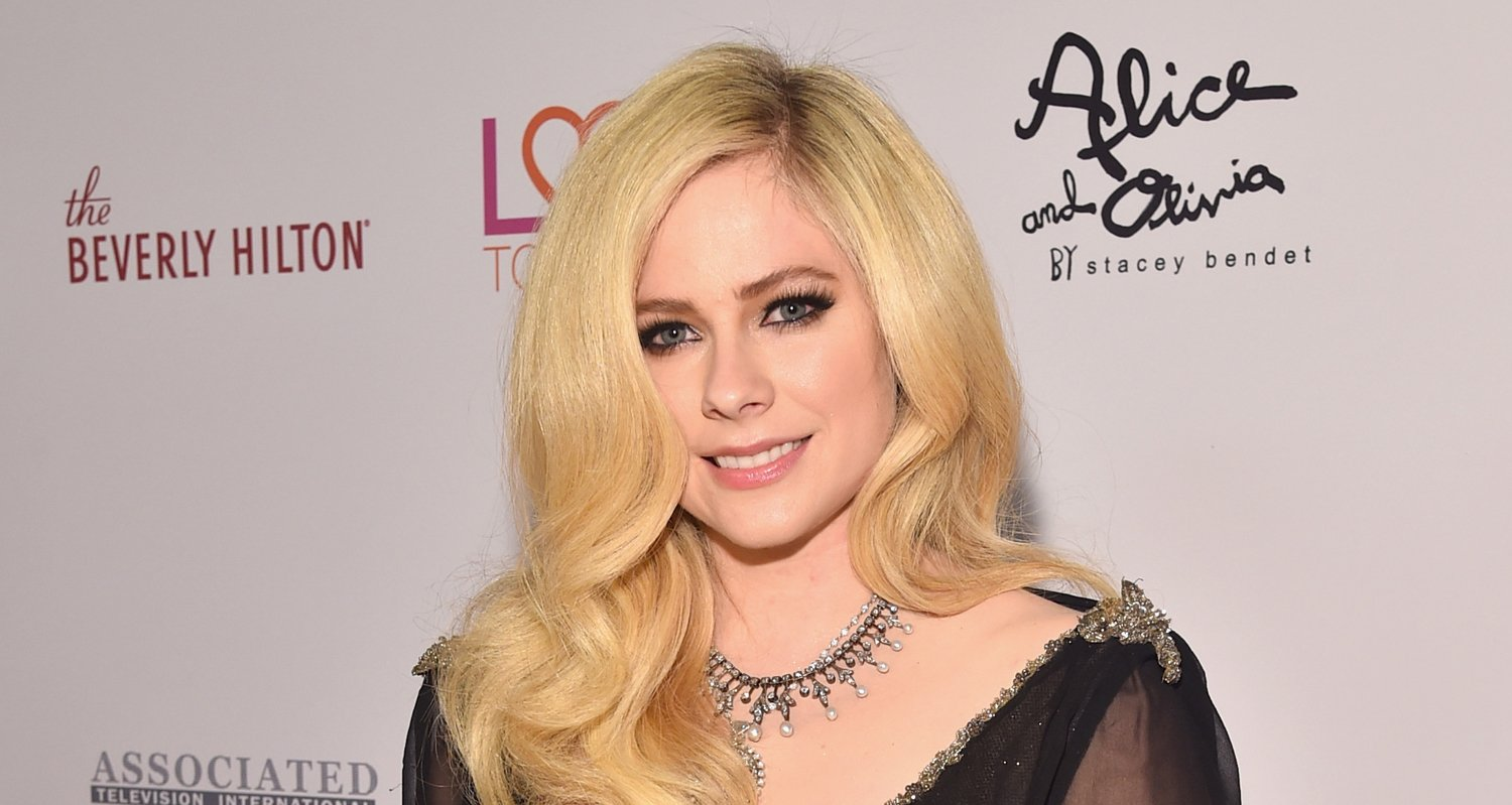 Avril Lavigne Releases Cover Art for New Album 'Head Above Water'!