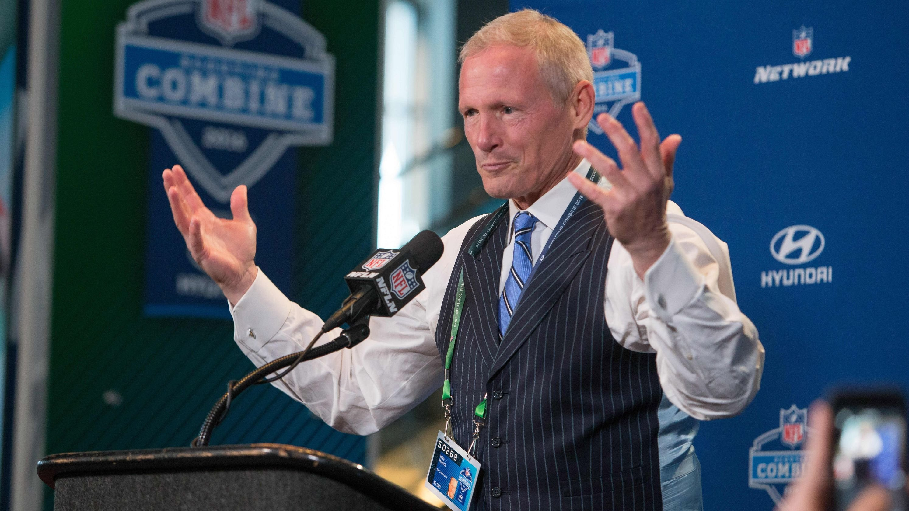 Report: Oakland Raiders hiring NFL Network analyst Mike Mayock as general manager
