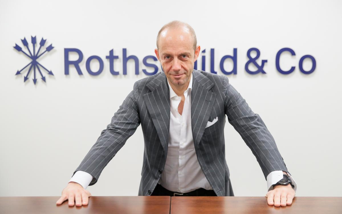 Head of Rothschild in Russia pens fairy tales between flights