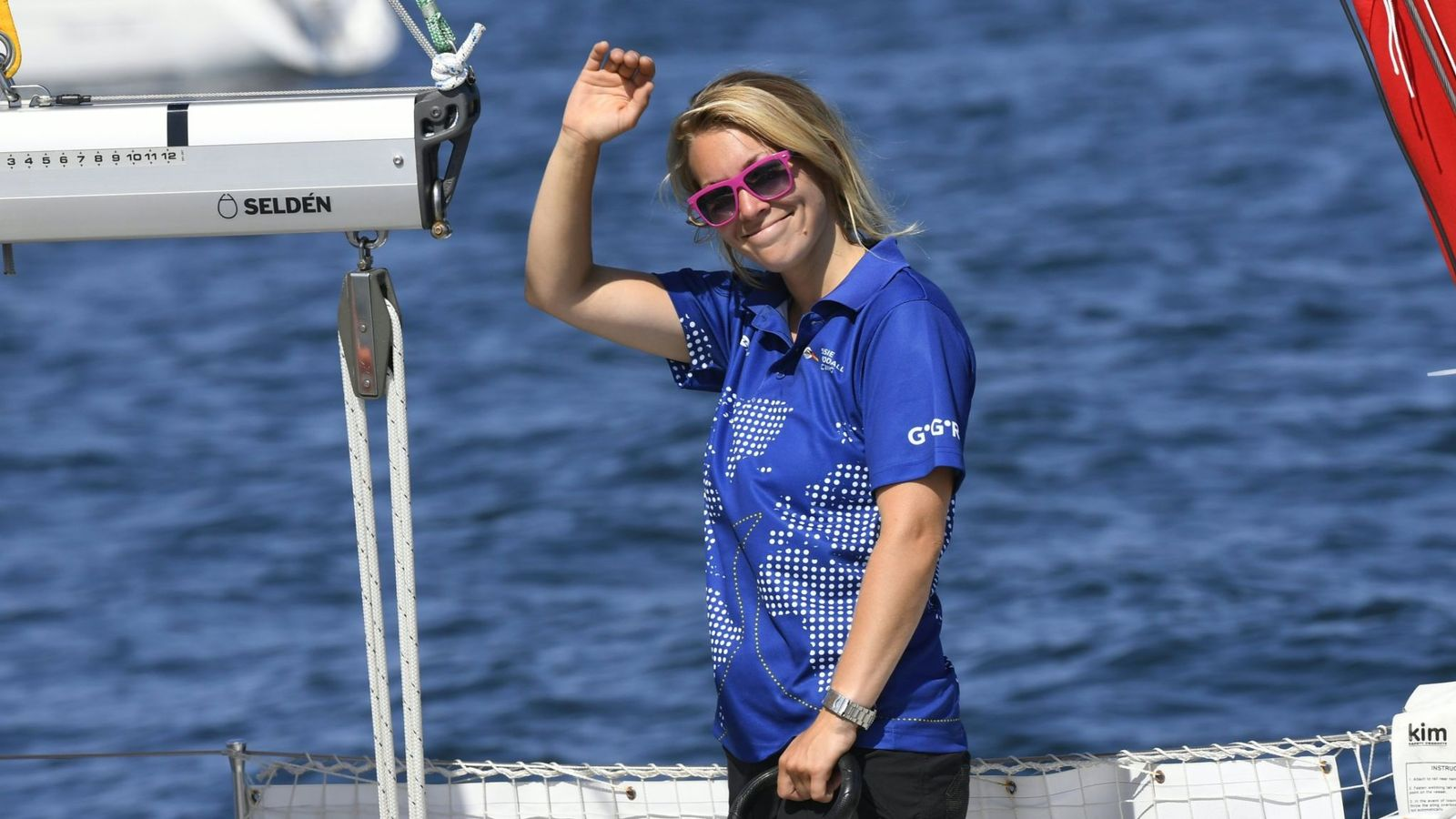 Susie Goodall: Race to rescue British yachtswoman stranded after boat 'destroyed' in storm