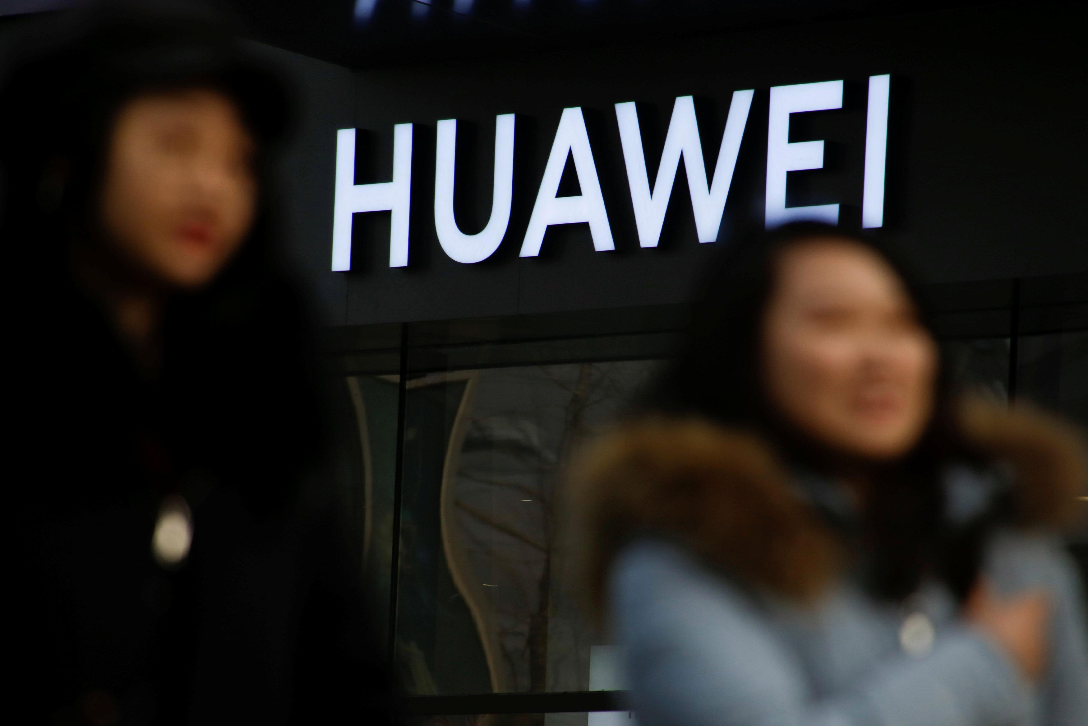 US government accuses Chinese tech giant Huawei with stealing trade secrets… including trying to nick a smartphone-testing ROBOT named 'Tappy'