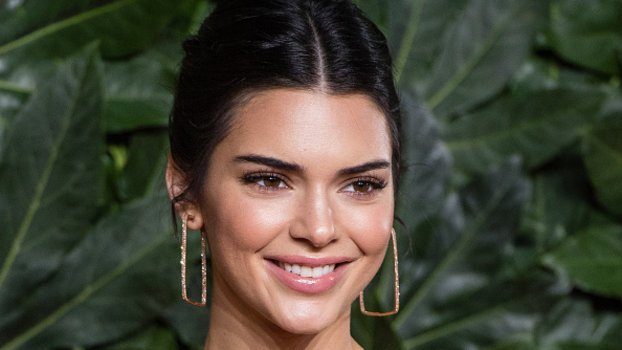 """Kendall Jenner Posts Photos of Her """"Debilitating""""Acne Along with an Emotional Message"""