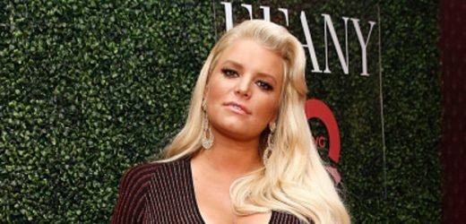 Jessica Simpson Shares First Glimpse of Her 1-Month-Old Daughter's Face