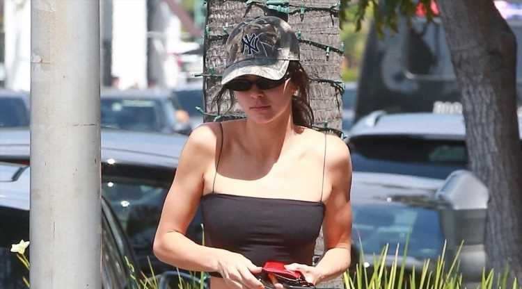 Kendall Jenner Shows Off Her Figure During Lunch in Beverly Hills
