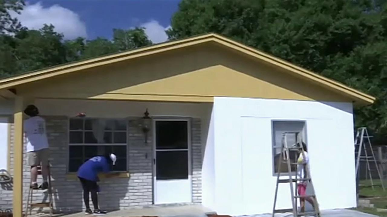 Florida firefighters paint home of blind World War II veteran, 89