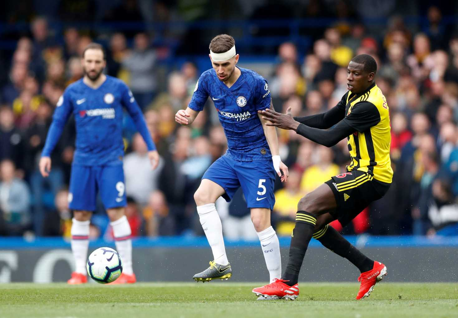 separation shoes d566a 7cf0e Chelsea fans think Jorginho had a wardrobe malfunction by ...