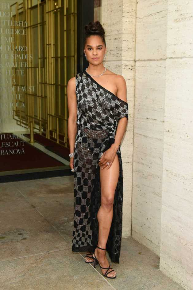 Misty Copeland shows some leg and more star snaps