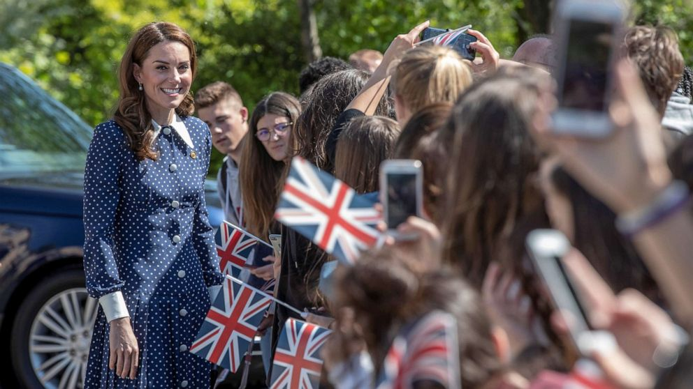 Duchess Kate again shows that recycled clothes are not a fashion faux pas