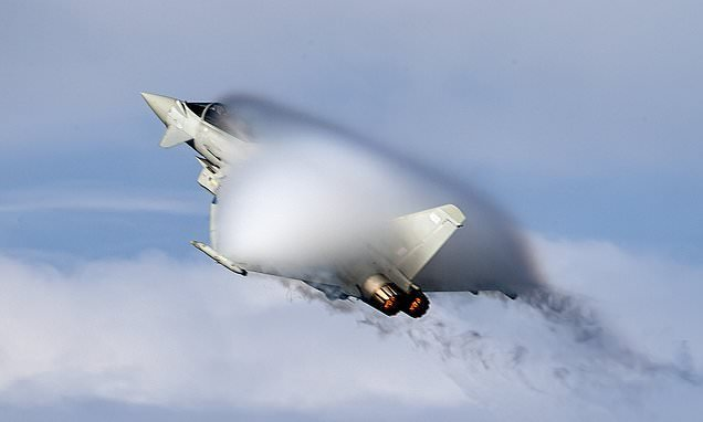Perfectly-timed photo captures RAF Typhoon creating its own cloud