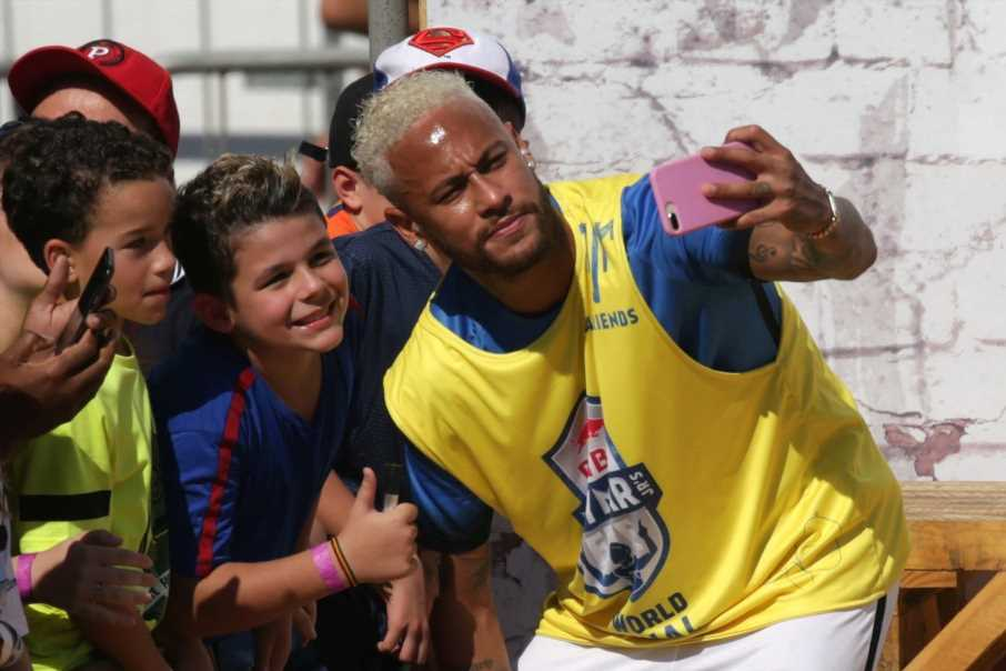 AWOL Neymar flies to France for Paris St-Germain showdown talks as Barcelona return edges closer – The Sun