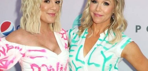 Tori Spelling and Jennie Garth Pay Tribute to 90210 Characters