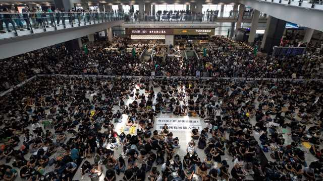 Hong Kong International Airport continues to see delays as thousands of protesters occupy terminals for a fifth day